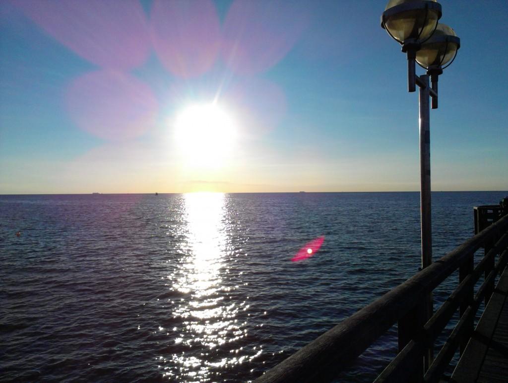 Sonnenuntergang-Seebrücke